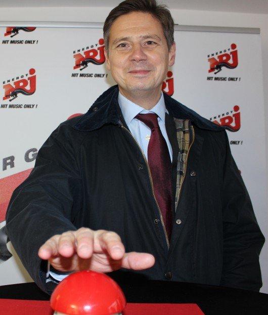 ENERGY-Außenstudio Freudenstadt, ENERGY-Geschäftsführer Matthias Spang drückt den roten Knopf.