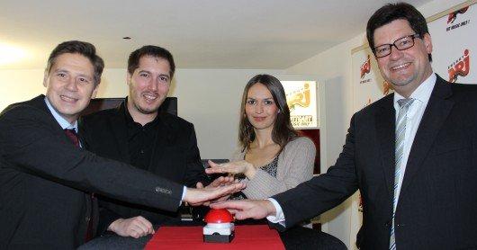Geschäftsführer Matthias Spang, Moderator Meßmann, Moderatorin Elisa und Freudenstadts Oberbürgermeister Julian Osswald.