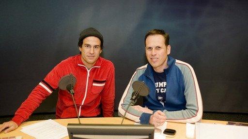 Mehmet Scholl und Achim Bogdahn. (Bild: ©BR/Ralf Wilschewski)