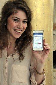 Irina mit Smartphone