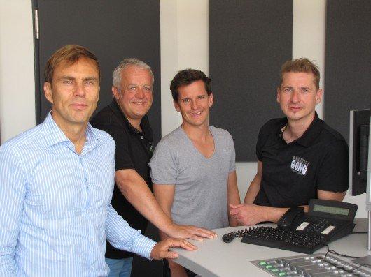 Funkhaus-Geschäftsführer Alexander Koller mit seinen Radiomachern Gerald Kappler (Charivari 98.6 und Radio F), Flo Kerschner (Hit Radio N1) und Guido Seibelt (Gong 97.1)