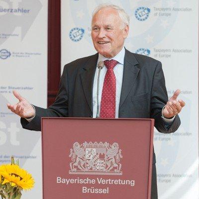 Erwin Huber (MdL) spricht die Ehrung (Bild: © ANTENNE BAYERN)