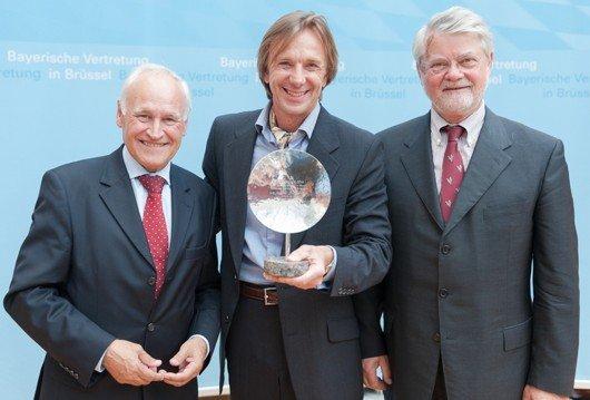 v.l.n.r.: Erwin Huber (MdL), ANTENNE BAYERN-Morgenmoderator und Preisträger Wolfgang Leikermoser und Rolf Baron von Hohenhau, Präsident des Bund der Steuerzahler in Bayern