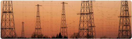 """Antennenmasten in Wertachtal. Foto: User """"Midnightfun"""" auf Wikimedia"""