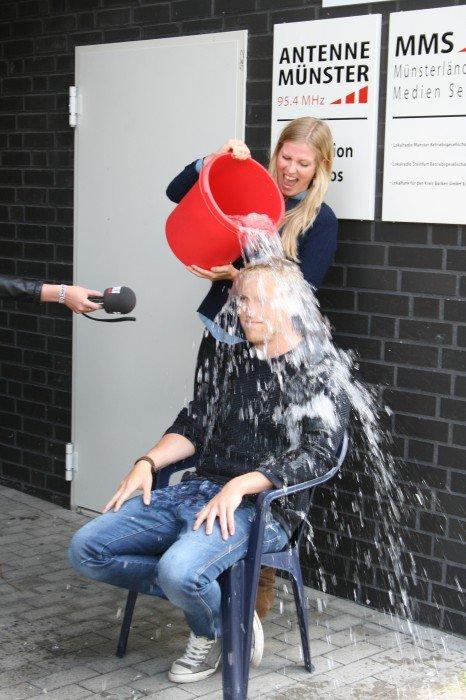 Antenne Münster-Morgenmoderator Henrik Hanses hat die Challenge angenommen.