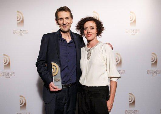 Kristian Thees von SWR3 und Laudatorin Maria Schrader (Bild: NDR/Morris Mac Matzen)