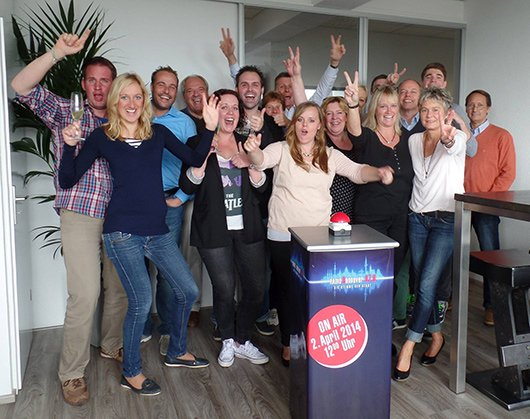 Das Radio Hannover freut sich über  den gelungenen Sendestart. (Bild: Radio Hannover)