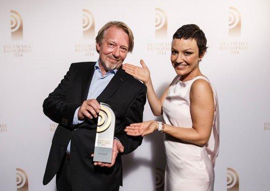 Dietmar Wischmeyer mit Laudatorin Miriam Pielhau (Bild: NDR/Morris Mac Matzen)