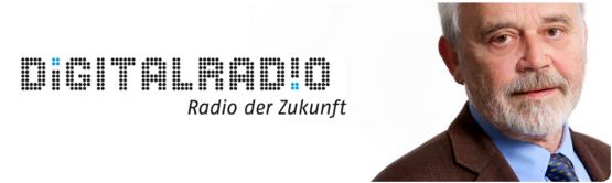 Willi Steul und das Digitalradio-Logo. Foto: © Deutschlandradio / Bettina Fürst-Fastré