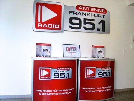 Im Vorraum von Antenne Frankfurt 95.1 (Bild: Hendrik Leuker)