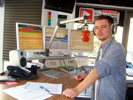 Moderator Tobias Zapp im Studio von Antenne Kaiserslautern (Bild: Hendrik Leuker)