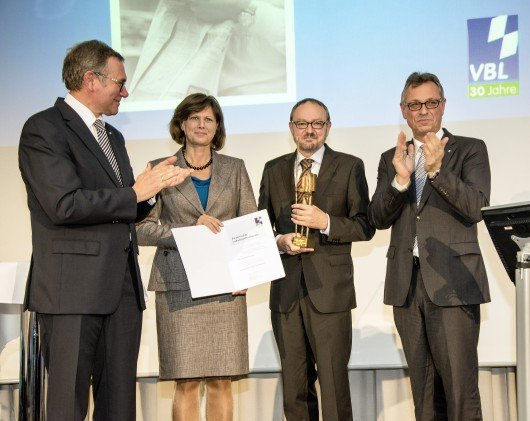 v.l.n.r: VBL-Vorsitzender Willi Schreiner, Staatsministerin Ilse Aigner, Preisträger Gerd Penninger, BLM-Präsident Siegfried Schneider. Foto: VBL