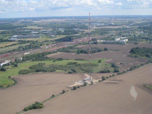 Der im September 2014 eingeweihte Senderstandort in Rostock-Toitenwinkel sendet seit 1.9.2014 auch die Digitalradio-Programme des bundesweiten Programmangebotes aus. Damit ist auch die beliebte Ostsee-Urlaubsregion mit Digitalradio versorgt. Bildquelle: Deutsche Telekom