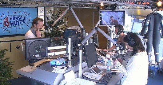 Robert Kratky, Andy Knoll und Gabi Hiller in der Ö3 Wunschhütte (Bild: Screenshot)