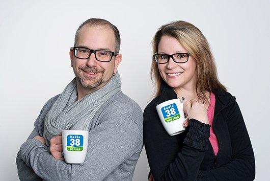 Das Radio 38-Morgenteam Ulli Dinse und Sascha Polzin (Bild: Radio38)