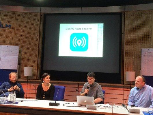 """Präsentation von """"GeoRG"""" beim radio.hack 2105 (Bild: Ulrich Köring)"""