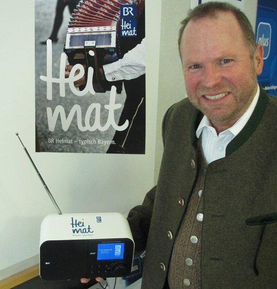 Heimat trifft Technik: BR-Heimat-Redaktionsleiter Stefan Frühbeis freut sich über das neue Volksmusik-Vollprogramm.