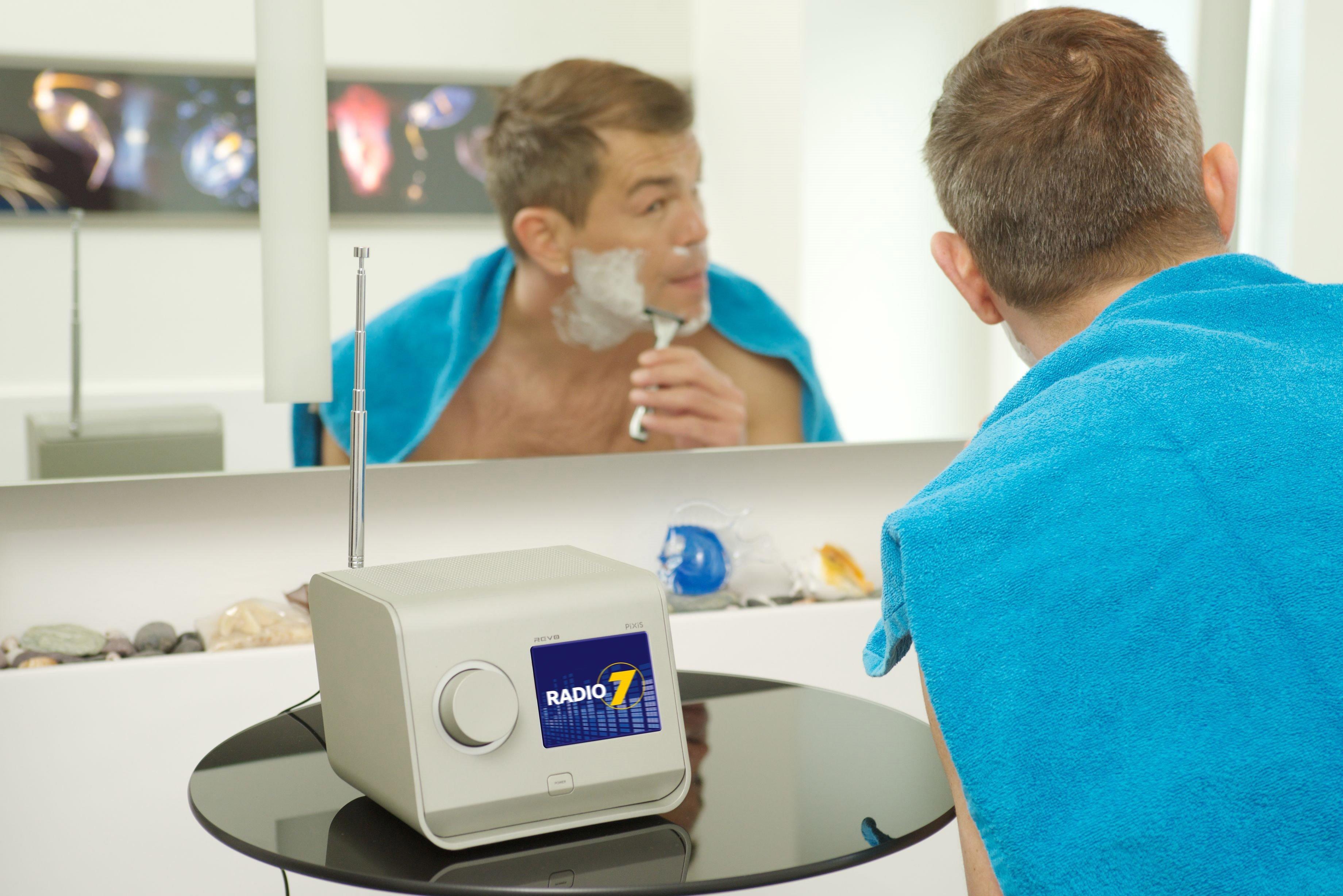 Radio 7 Digital Mann beim Rasieren
