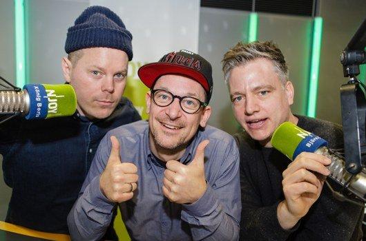 Die Rapper König Boris, Björn Beton und Dr. Renz von der Band Fettes Brot im N-JOY Studio. (Bild: NDR/Fotografirma)