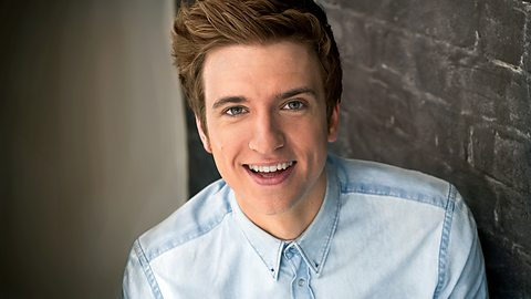 Greg James (Bild: BBC)
