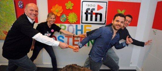 ffn-GF Harald Gehrung, ffn-PD Ina Tenz mit Christoph Recker und Jan Zerbst (Bild: radio ffn)
