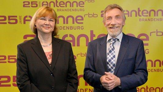 Petra Hansel, Programmchefin von Antenne Brandenburg, und rbb-Chefredakteur Christoph Singelnstein (Bild: rbb/Thomas Ernst)