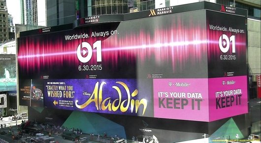 Beats 1 Werbung am Time Square, NY (Bild: Zane Low/twitter)
