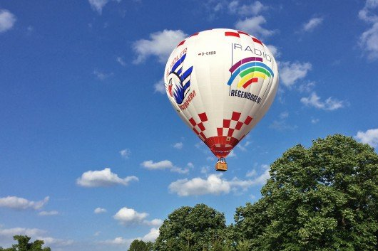 Heißluftballon Radio Regenbogen