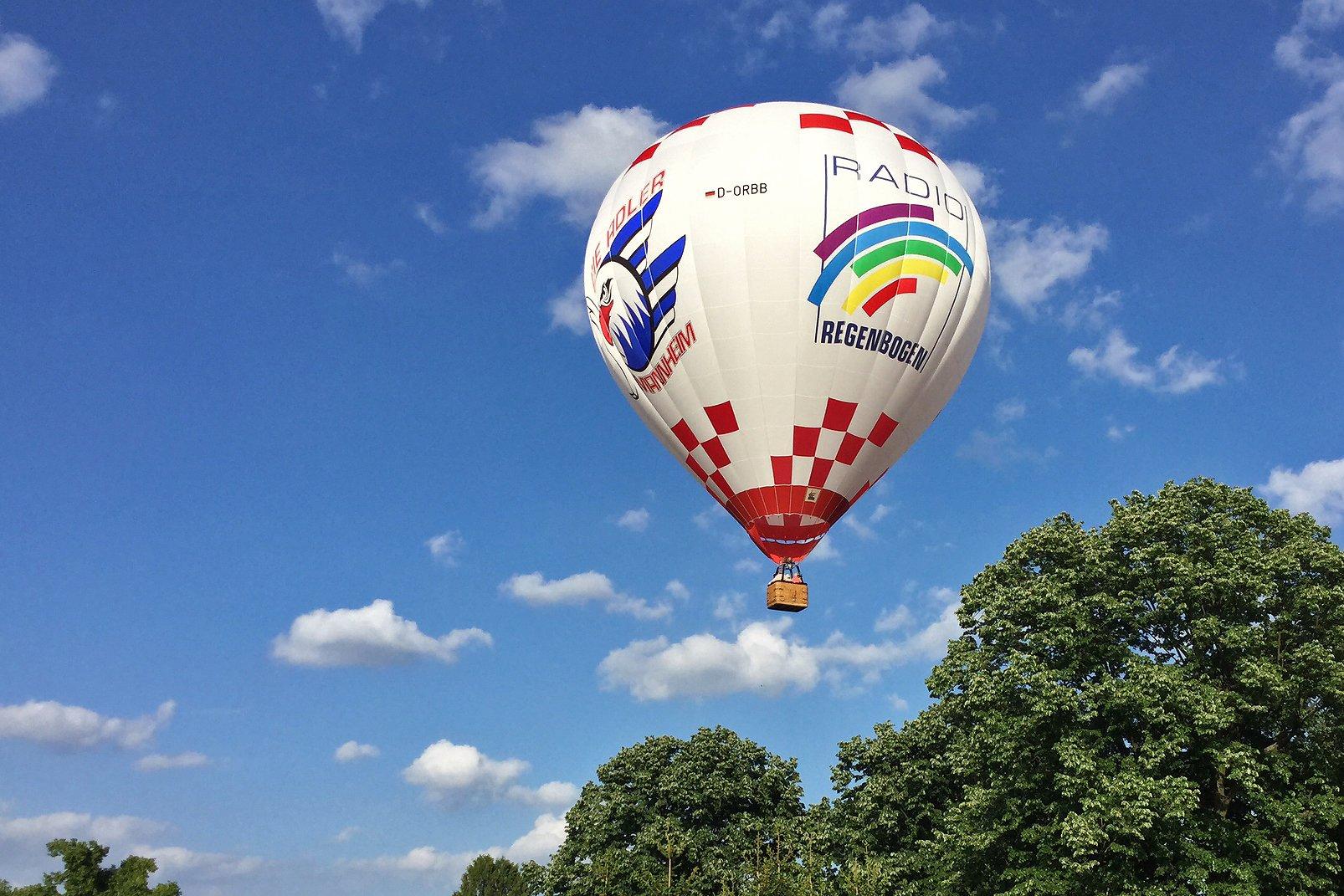 Radio Regenbogen und Adler Mannheim stellen Heißluftballon ...