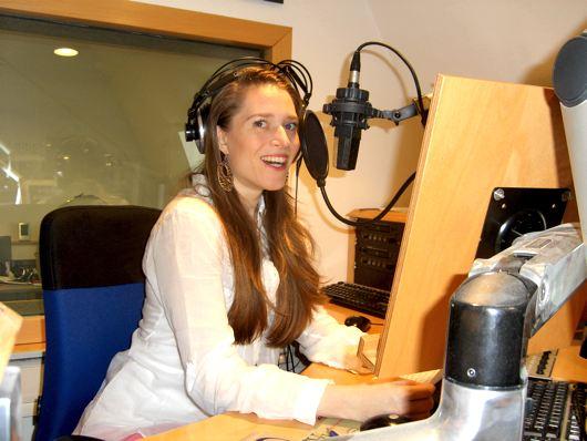 Moderatorin Arabella Fenyves im Studio von radio klassik Stephansdom (Bild: Hendrik Leuker-06/15)