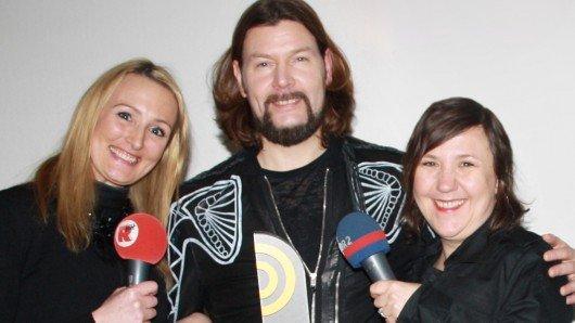 Sänger Rea Garvey (m.) im Radiopreis-Interview mit Jannie Drynda von Radio Hamburg (li.) und Kristina Bischof von NDR 2. (Bild: © Deutscher Radiopreis/Kay Christian Säger )