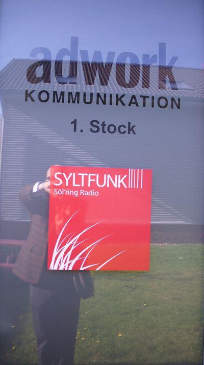 Eingang von Syltfunk in Tinnum (Bild: Hendrik Leuker)