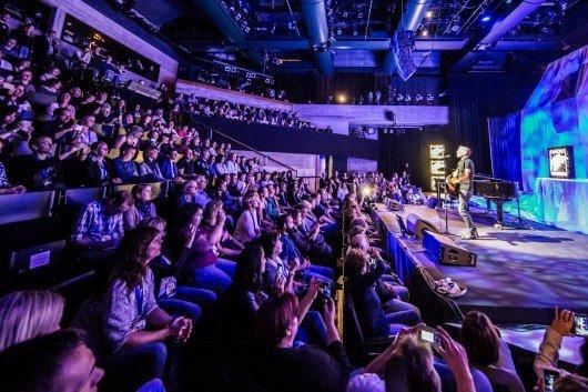 Konzert mit Bran Adams für 300 Fans von Radio Regenbogen.