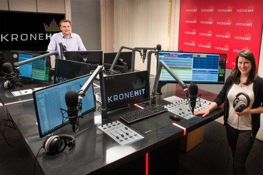 Das Guten Morgen Österreich-Team Meinrad und Dani im neuen KRONEHIT Studio (Bild: KRONEHIT)