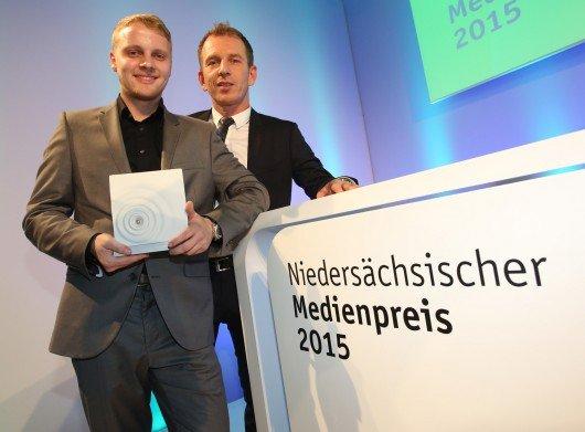 Christopher Butt mit ENERGY Bremen-Chefredakteur Mathias Bartels (v.l.n.r.)