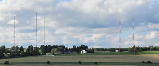 "RTL-Sendeanlage in Marnach, Luxemburg. Foto: Wikimedia-User ""Durchfuxt"", cc-by-sa."
