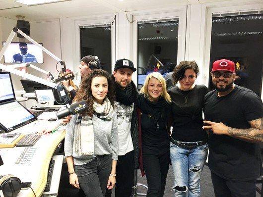 GZSZ-Stars Ayla (Nadine Menz), John (Felix von Jascheroff), Lilly (Iris Mareike Steen) und Anni (Linda Marlene Runge) bei JAM FM (Bild: RTL)