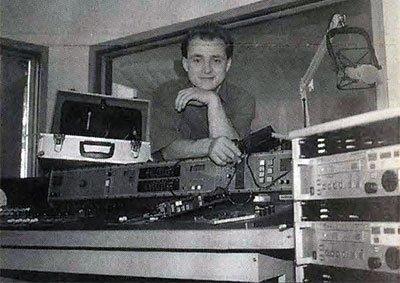Der Herr der Technik: Diego Ludwig kurz vor dem Sendestart im Mai 1993