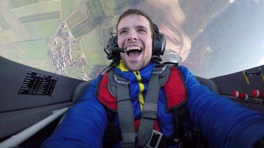 (Andreas Zenner aus Schwaig musste für Hit Radio N1 einen spektakulären Kunstflug überstehen. Bild: HitRadioN1.de)