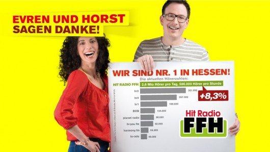 Evren und Horst freuen sich über die neuen MA-Zahlen (Bild: FFH/twitter)