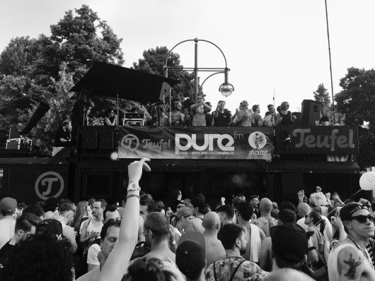 pure fm Truck auf dem CSD 2015 in Berlin. [© by pure fm]