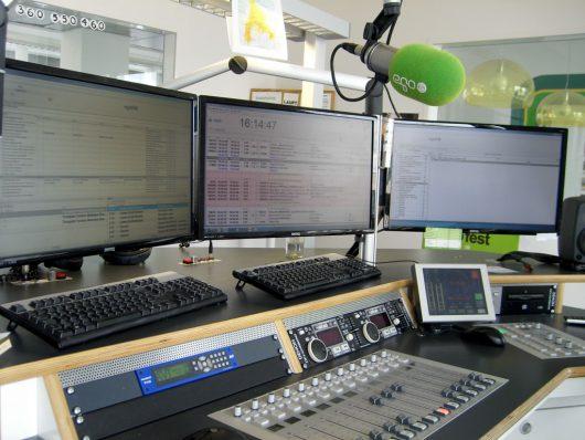 Blick in das Studio von egoFM (Bild: Hendrik Leuker)