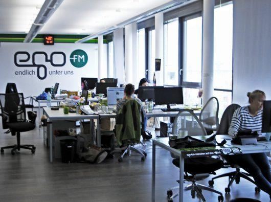 Blick in den egoFM-Redaktionsraum (Bild: Hendrik Leuker)