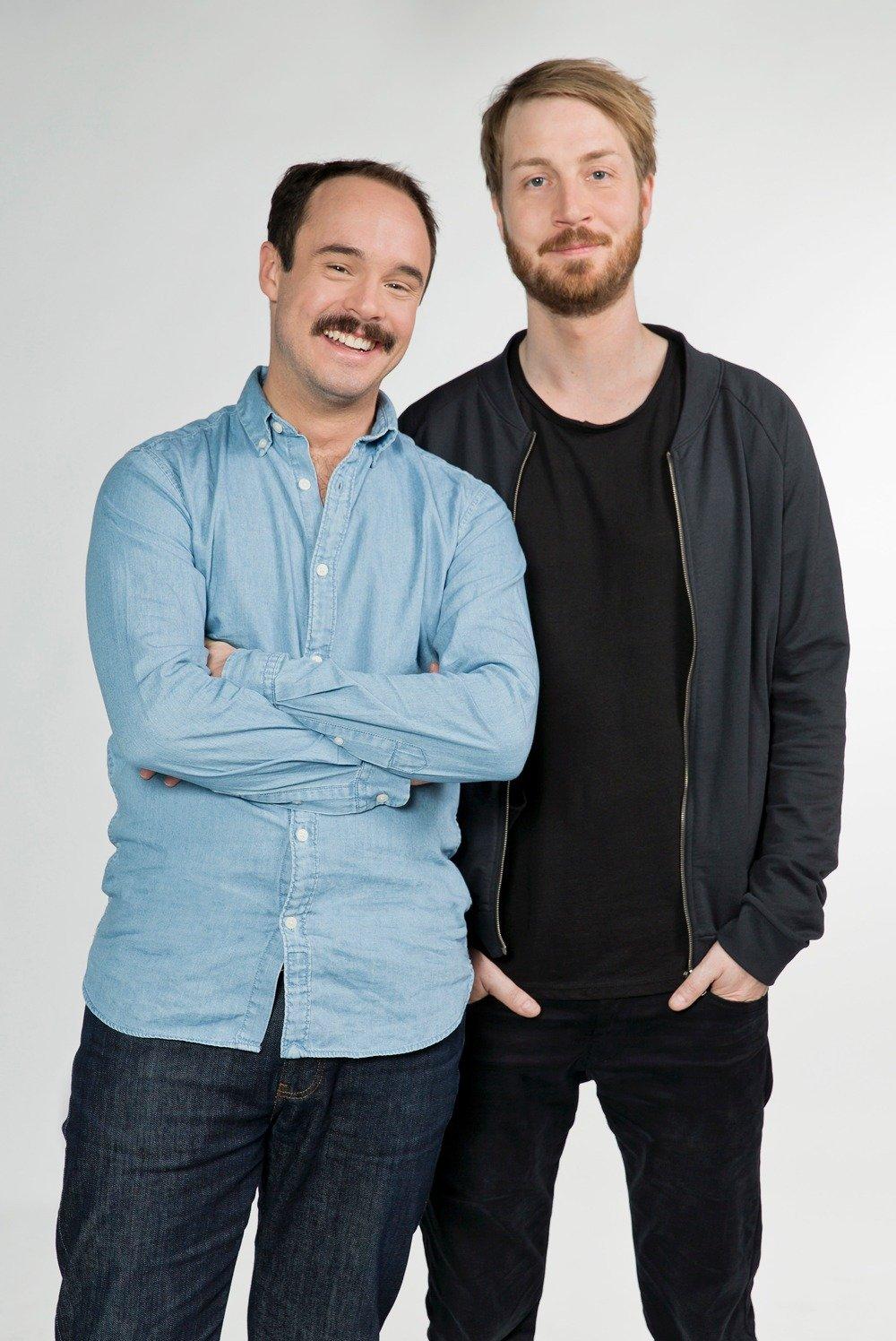 Matthias Kammel (l) und Ron Kühler (r) verstärken das 1LIVE-Moderationsteam (Bild: WDR/Annika Fußwinkel)