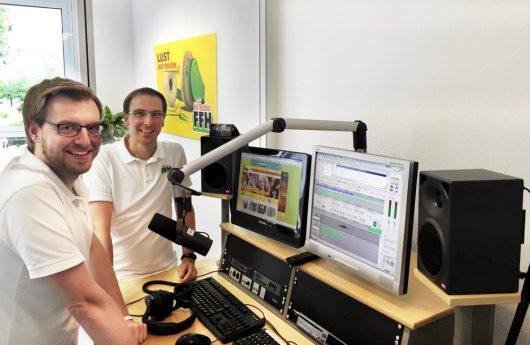 FFH-Reporter Benjamin May (links) und Studioleiter Marc Wilhelm im neuen FFH-Studio in Darmstadt. (Bild: ©FFH)