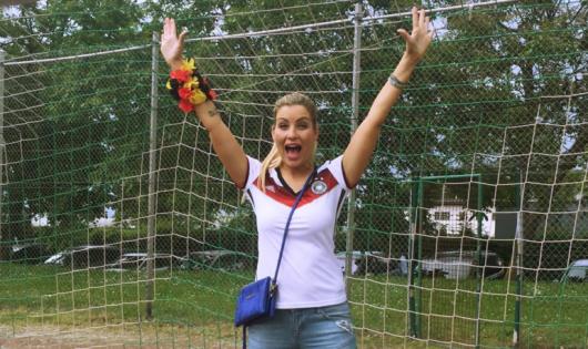 bigFM-Moderatorin Susanka in der EM-Fashionzone (Bild: ©Fashionzone.de)