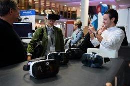 Virtual Reality-Brillen im Test (Bild: Medientage)