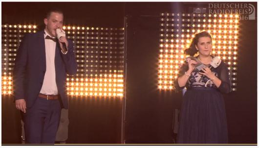 Simon Dreidoppel und Stefanie Schäfer nehmen den deutschen Radiopreis 2016 entgegen