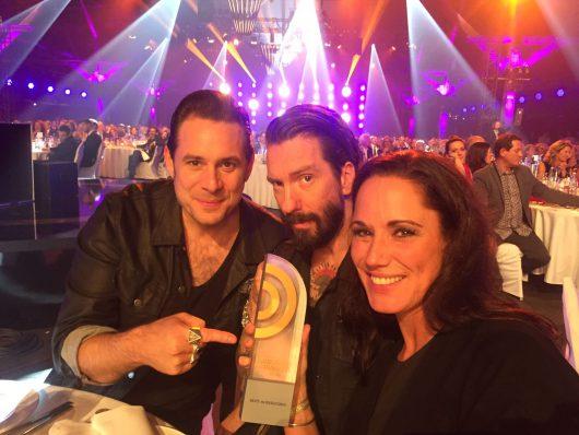 The BossHoss mit Simone Panteleit auf dem deutschen Radiopreis