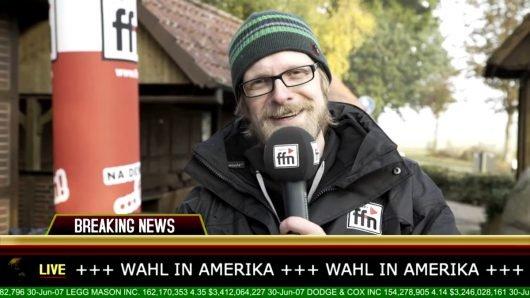 """ffn-Moderator Axel Einemann (""""Guten Morgen Niedersachsen"""") verkündet das amtliche Wahlergebnis live aus Amerika. (Bild: ©radio ffn)"""